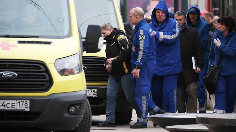 FOTOS: Un autobús con turistas extranjeros choca con un tren cerca de San Petersburgo