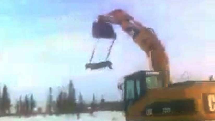 ¿El Ícaro ruso?: un hombre 'aprende a volar' de una forma nada habitual (VIDEO)
