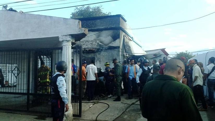 FOTOS, VIDEOS: Un avioneta cae sobre una vivienda en Venezuela