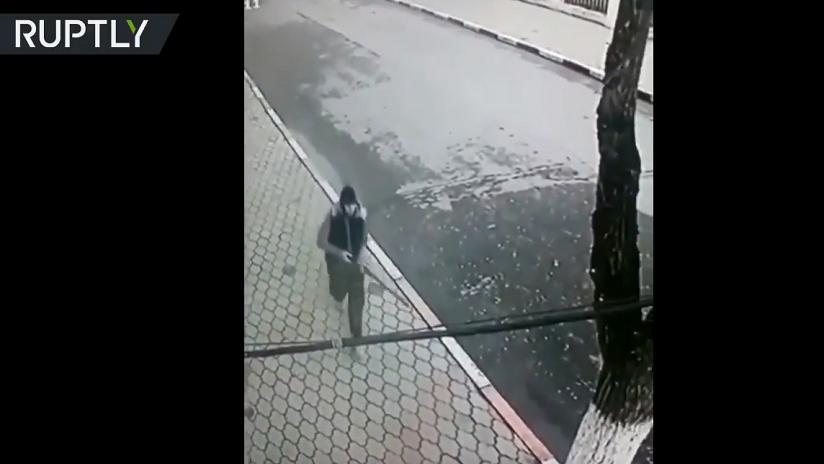 VIDEO: Captan al tirador momentos antes de disparar contra la iglesia en Rusia