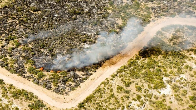 """""""Tremendo humo"""": Arden pastizales en Argentina (FOTOS)"""