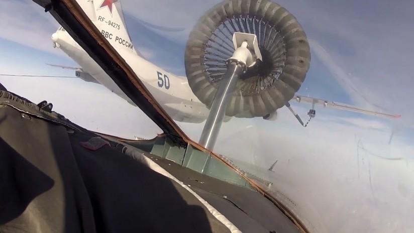 VIDEO: Pilotos de la Armada rusa logran por primera vez reabastecer en vuelo cazas Su-30 SM