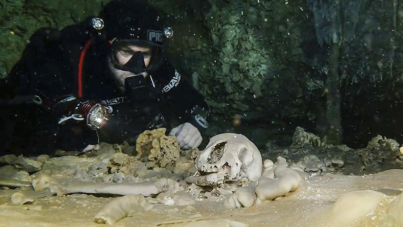 México: encuentran esqueleto humano de miles de años en el cenote mas grande del mundo