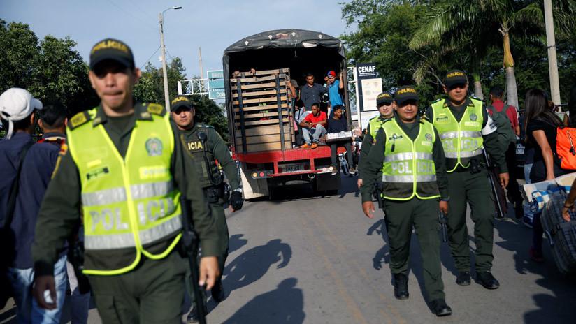 Migrantes venezolanos siendo trasladados en camión tras el desalojo de un centro para personas sin techo en Cucuta (Colombia). 24 de enero de 2018.