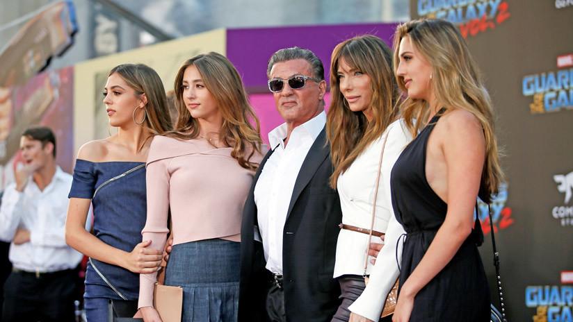 VIDEO: Sylvester Stallone 'regresa de la muerte' y divierte a sus hijas