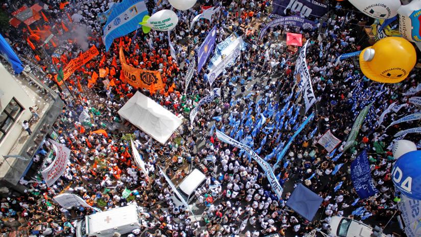 """""""Primera gran pulseada del 2018"""": Sindicatos argentinos toman las calles contra el gobierno de Macri"""