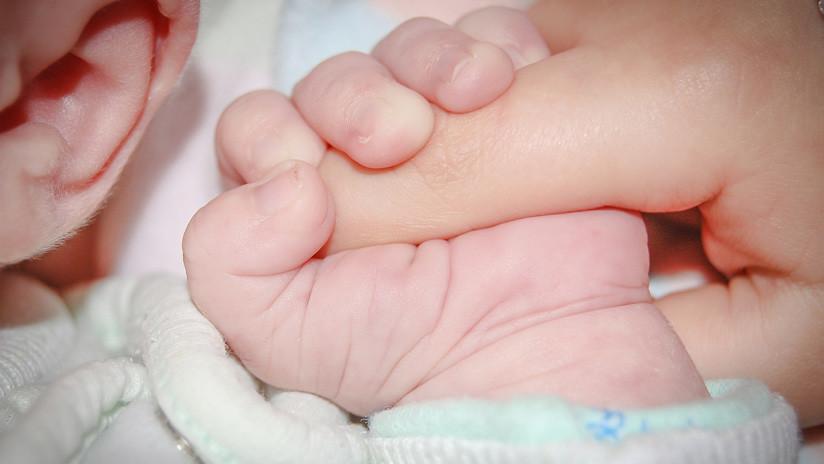 La 'fábrica de bebés': Un millonario gana la custodia de 13 niños nacidos de madres de alquiler