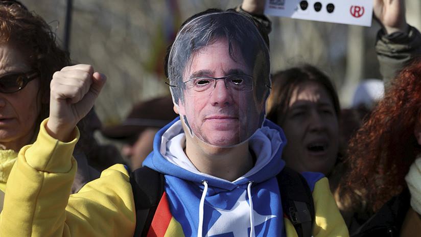 La Policía española se dispone a detener a Puigdemont y resulta ser un humorista