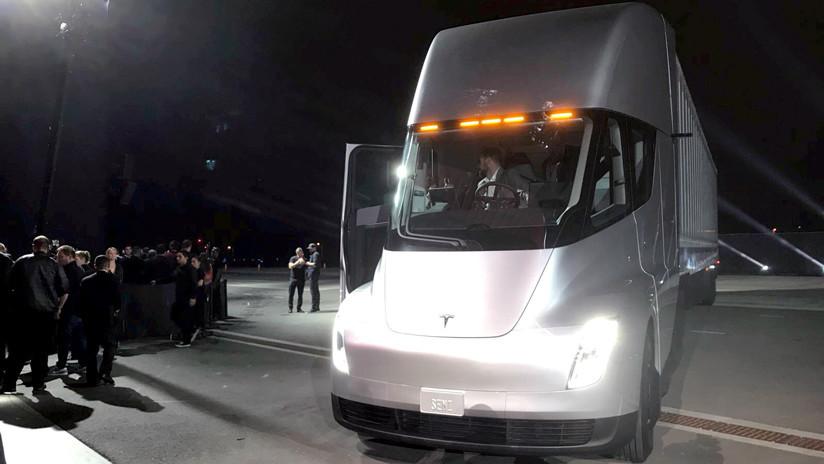 Con 1.302 caballos de fuerza: Así acelera un camión eléctrico de Tesla (VIDEO)