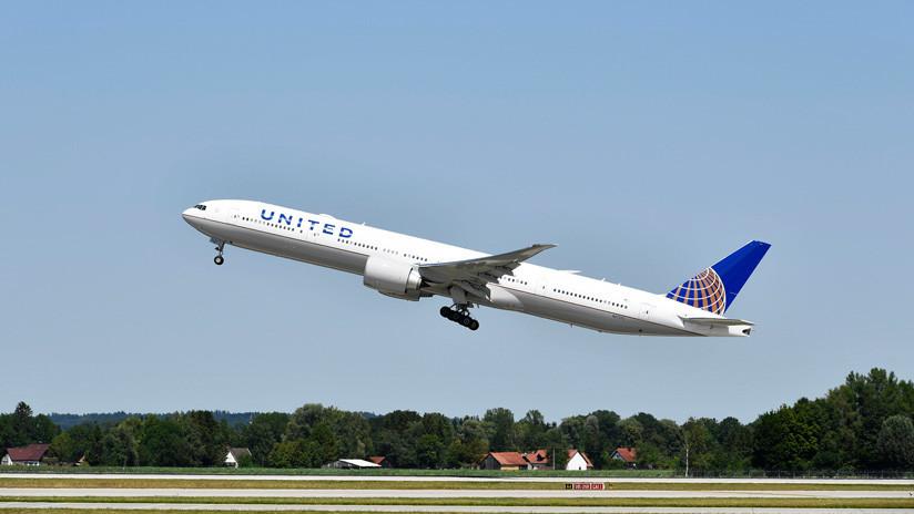 EE.UU.: Un avión de United Airlines se sale de la pista en un aeropuerto de Wisconsin