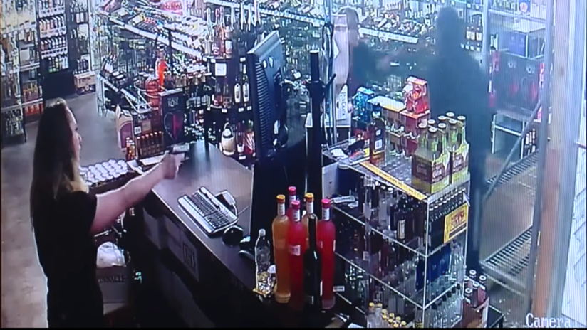 VIDEO: Intenta robar una tienda de alcohol pero es baleado por la propietaria