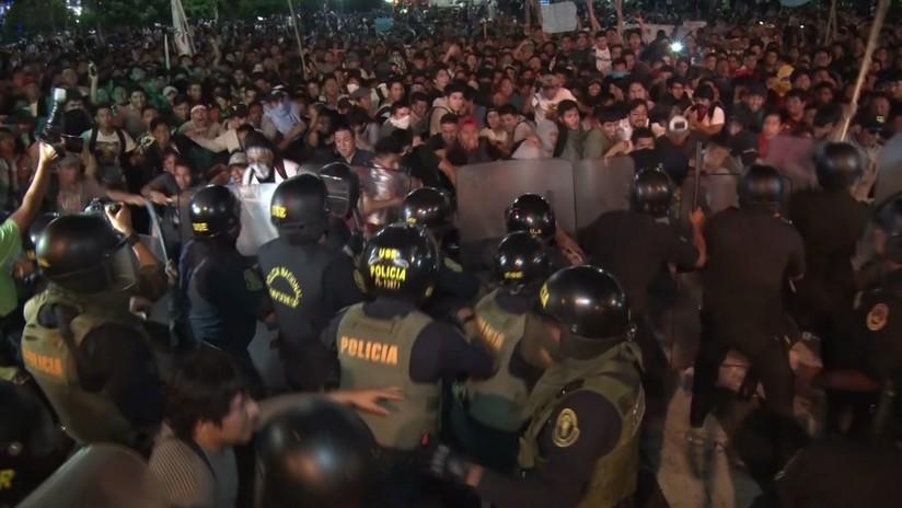 Protestas en Perú por una ley que permite prácticas de estudiantes no remuneradas (VIDEO)