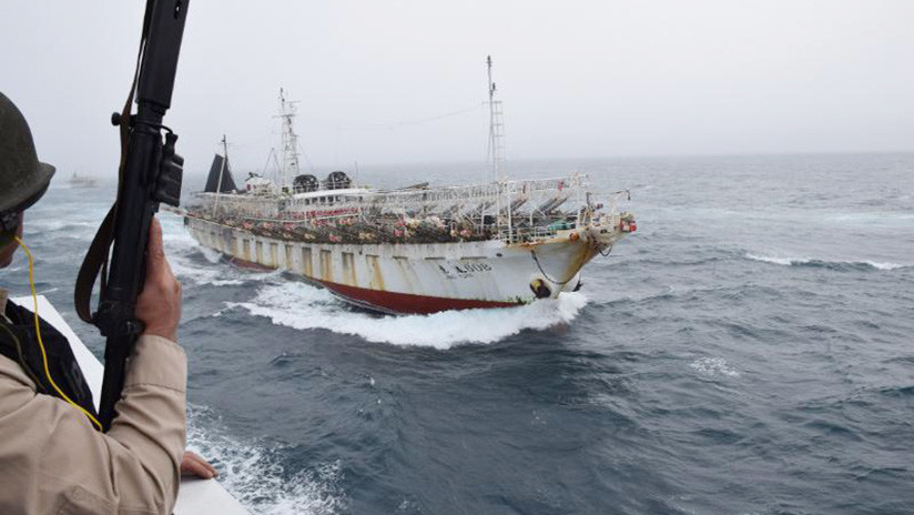 Prefectura disparó contra un buque chino que pescaba ilegalmente