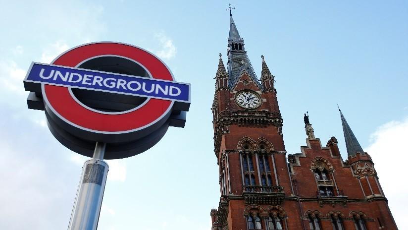 Evacúan un convoy del metro en Londres en plena hora pico