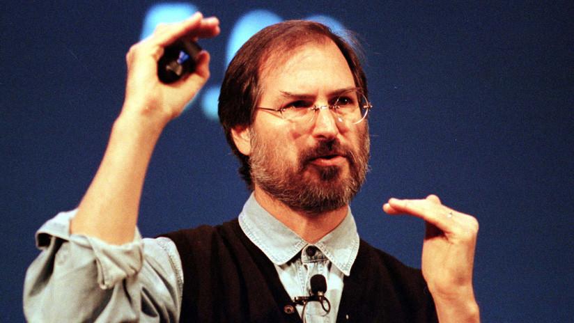 Sin vehículo propio y con faltas de ortografía: lo que una solicitud de empleo reveló de Steve Jobs
