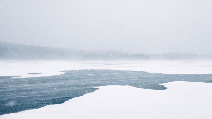 VIDEO: Una mujer se tira a un lago helado para salvar a un husky