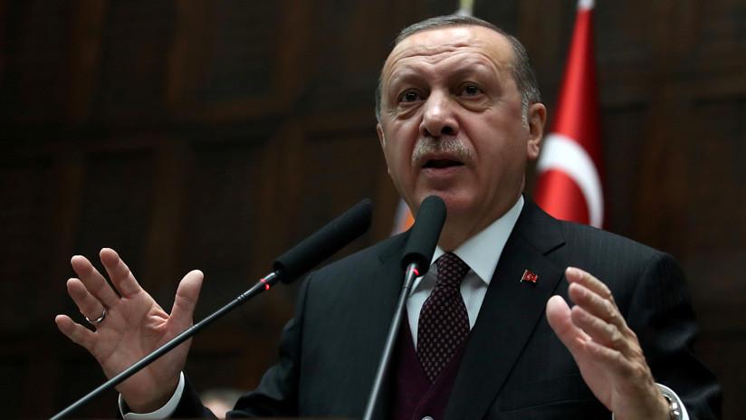 """Erdogan a una niña: """"Si caes como una mártir, te cubriremos con una bandera turca"""" (VIDEO)"""