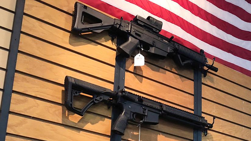 VIDEO: Estadounidenses destruyen sus armas tras la masacre de Florida
