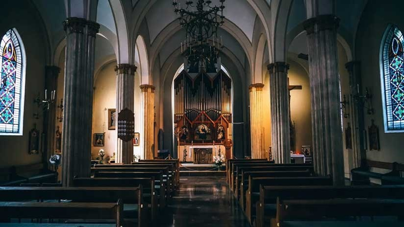 Iglesia católica de Bolivia pide perdonar a pintora por imagen de la Virgen en ropa interior