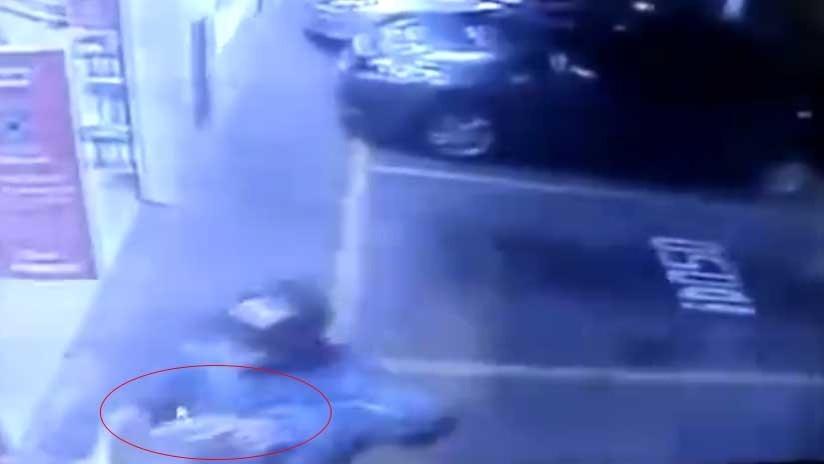 FUERTE VIDEO: Policía militar mata a un ladrón al frustrar un asalto a un comercio en Brasil