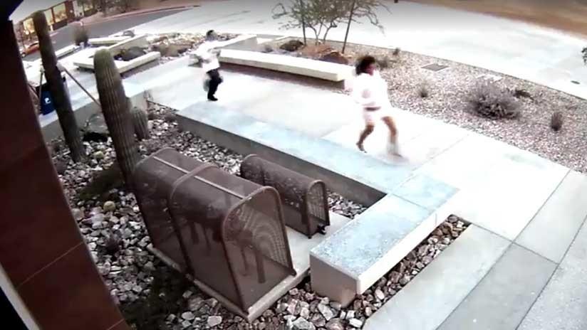 Operación fracasada: Huyen de un robo y sin saberlo entran en el edificio de la Policía (VIDEO)