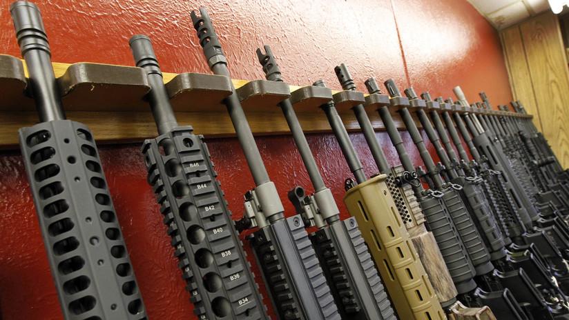 ¿'Varas de hierro'? Iglesia en EE.UU. bendice a portadores del arma usada en la masacre de Florida