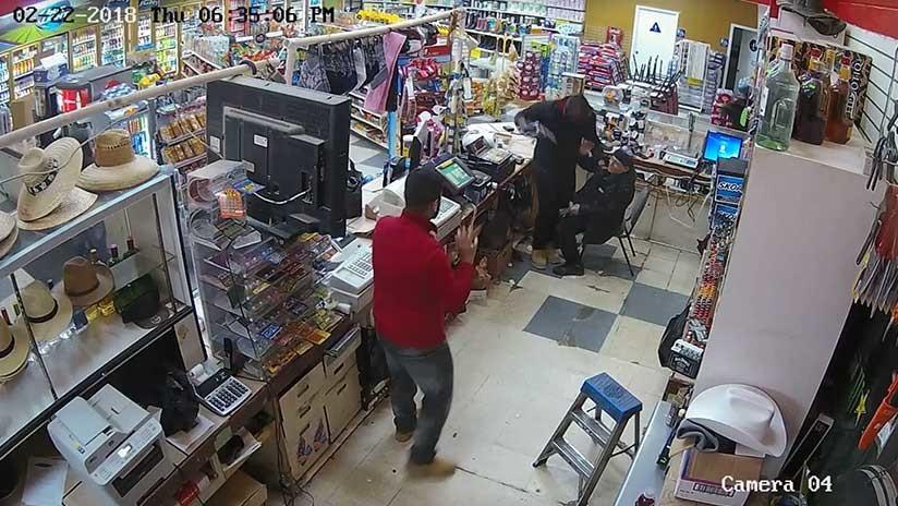 Robo exprés: En menos de un minuto tres hombres asaltan un comercio en EE.UU. (VIDEO)