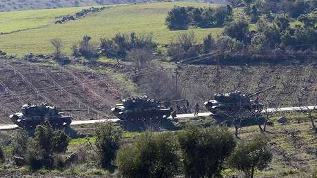 Tanques del ejército de Turquía en la provincia de Kalis, frontera turco-siria. Enero 31, 2018.