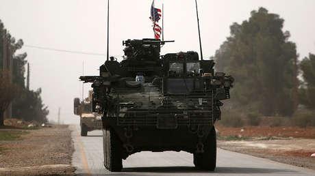 Vehículos del Ejército estadounidense al norte de la ciudad de Manbij (Siria), el 9 de marzo de 2017.