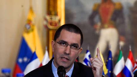 El canciller venezolano, Jorge Arreaza, durante una reunión con representantes de la UE. Caracas, 24 de enero de 2018.