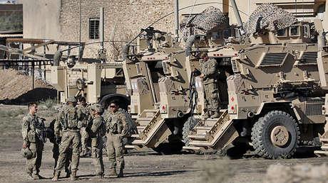 Soldados estadounidenses junto a sus vehículos blindados cerca de una base del Ejército iraquí en las afueras de Mosul, el 23 de noviembre de 2016.