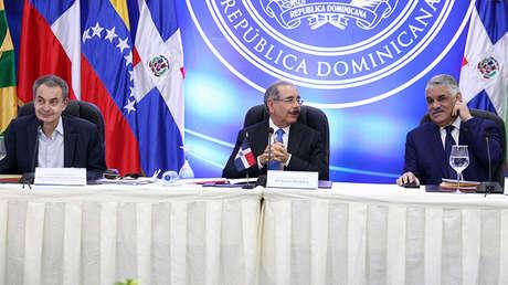 Expresidente español, José Luis Rodríguez Zapatero junto al presidente dominicano, Danilo Medina y su canciller, Miguel Vargas, en Santo Domingo, República Dominicana, el 30 de enero de 2018.