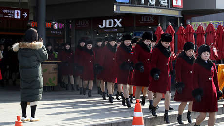 Animadoras de Corea del Norte en el área de servicio de una autopista en Gapyeong (Corea del Sur), el 7 de febrero de 2018.