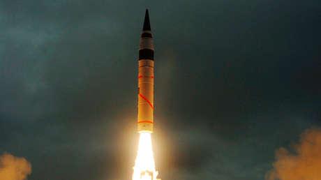 Lanzamiento de un misil Agni-5 en el estado de Odisha, al este de La India.