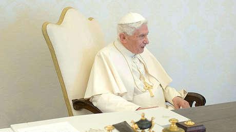 El papa Benedicto XVI durante una audiencia privada en el Vaticano el 16 de febrero de 2013.