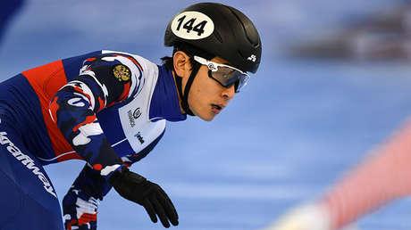 Viktor Ahn (Rusia), durante la Copa del Mundo del patinaje de velocidad sobre pista corta en Minsk (Bielorrusia), el 11 de febrero de 2017.