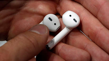 Apple Airpods se exponen durante un evento en San Francisco, California