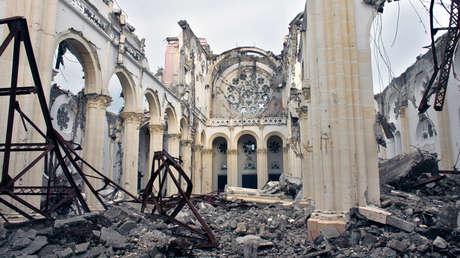Una vista muestra la catedral gravemente dañada después de un terremoto en Puerto Príncipe, Haití, el 30 de septiembre de 2010.