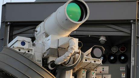 Un cañón láser instalado en el buque USS Ponce