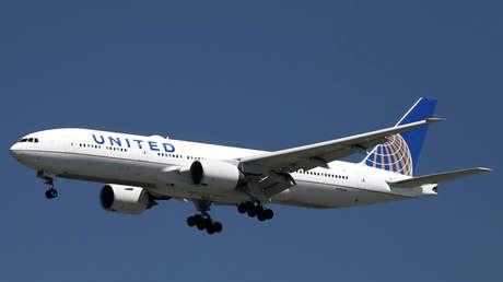 Un Boeing 777 de United Airlines aterriza en el Aeropuerto Internacional de San Francisco, San Francisco, California, el 14 de abril de 2015.