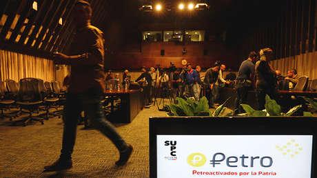 El logotipo de Petro en un monitor durante una conferencia de prensa en Caracas, Venezuela, el 31 de enero de 2018.