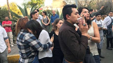 Los vecinos de la Ciudad de México han salido a las calles por temor a derrumbes de las construcciones.