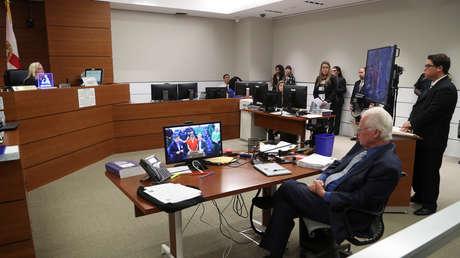 Nikolas Cruz aparece en un monitor de video en una audiencia en el tribunal, el 15 de febrero de 2018.