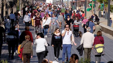 Gente paseando en Valencia, España, el 22 de enero de 2018.