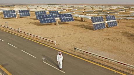 Paneles solares de la Estación de Investigación Al-Oyeynah, en Arabia Saudita. 21 de mayo de 2012.