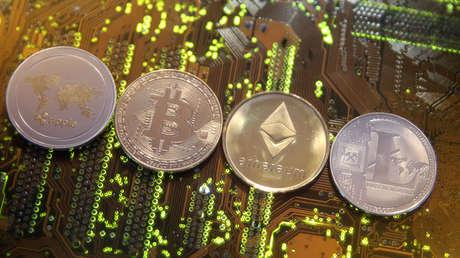Las representaciones de las monedas virtuales Ripple, Bitcoin, Etherum y Litecoin en una ilustración, 13 de febrero de 2018.