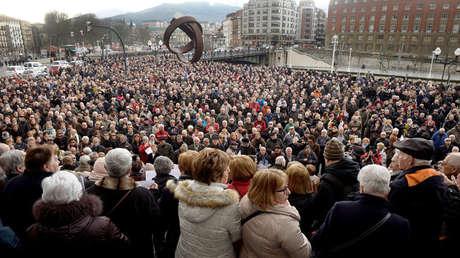 Los pensionistas participan en una protesta a favor de mayores pensiones estatales, en Bilbao, España, el 12 de febrero de 2018.
