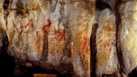 Las pinturas neandertales se pueden ver en una cueva en Pasiega, España en esta foto obtenida el 22 de febrero de 2018.