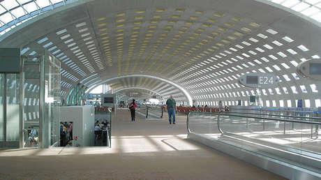 Interior del aeropuerto de París-Charles de Gaulle.