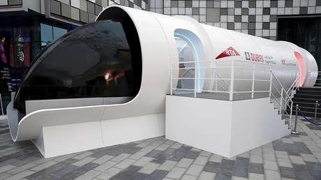 La Autoridad de Transportes y Carreteras presenta el prototipo de Hyperloop en Dubái, EAU, el 22 de febrero, 2018.